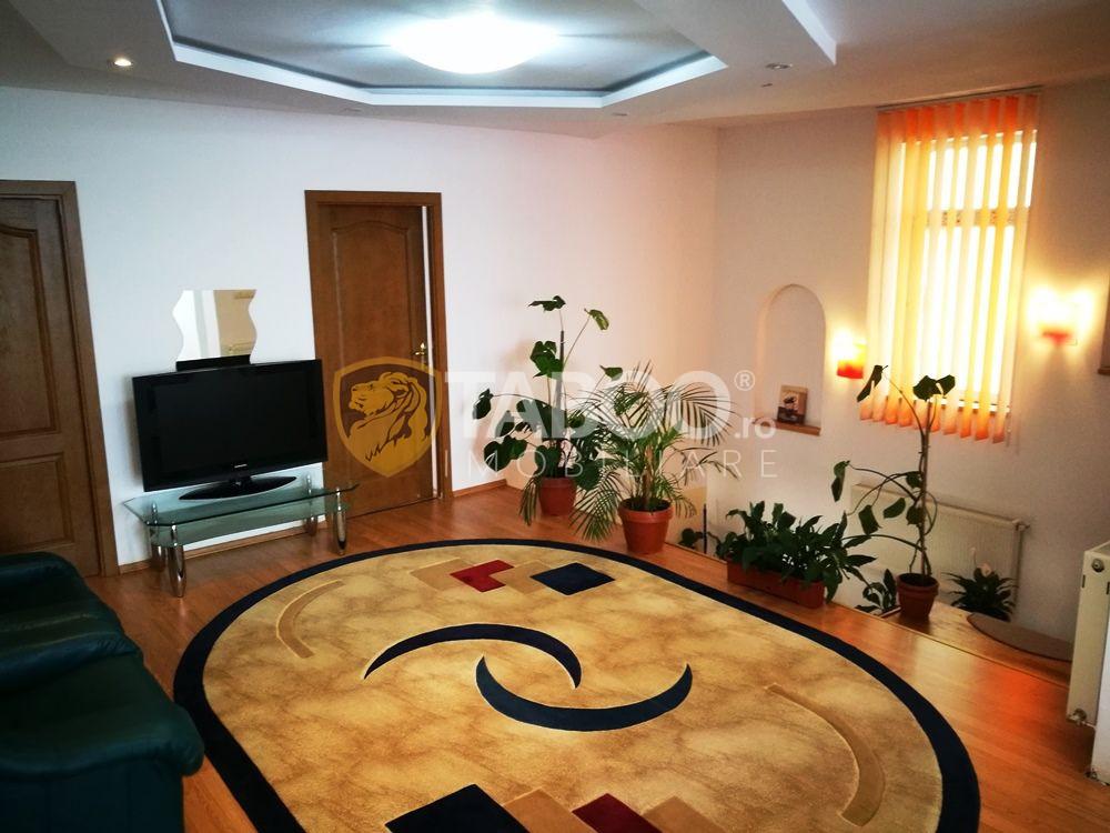 Casa cu 8 camere mobilate si 1100 mp de teren de inchiriat in Selimbar 1
