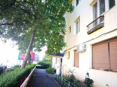 Apartament cu 3 camere si balcon de inchiriat zona Milea OMV