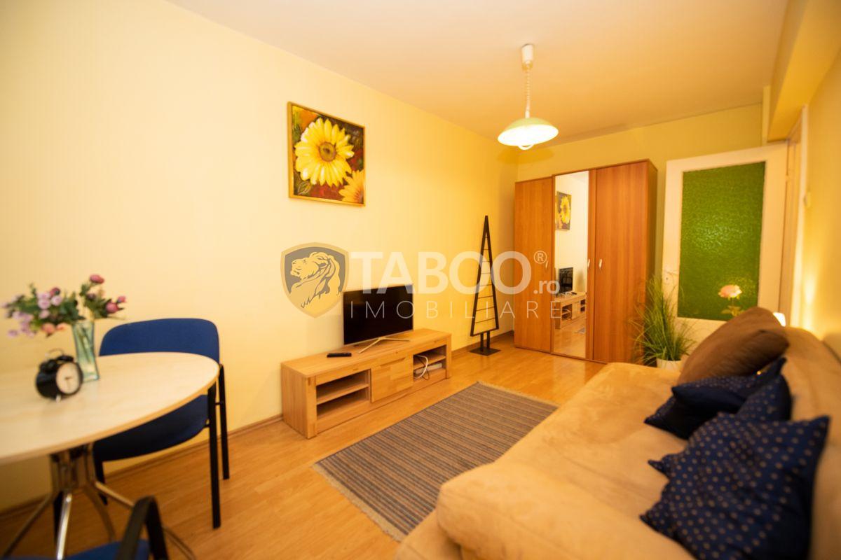 Apartament mobilat utilat 3 camere si pivnita in zona Strand 1