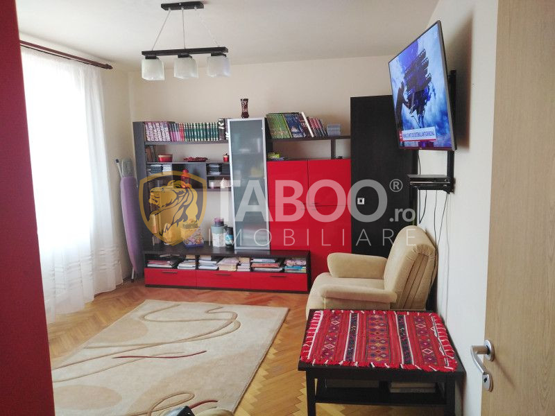 De vanzare in Cisnadie zona linistita apartament 2 camere decomandate 1