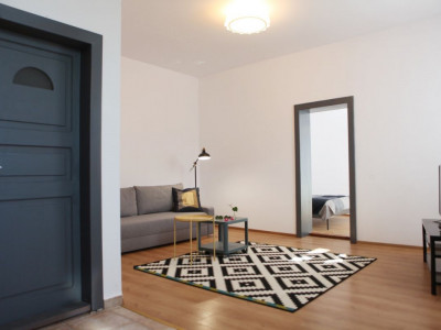 Casa de vanzare compusa din 2 apartamente separate zona Piata Cibin