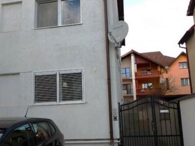 Apartament cu 2 camere decomandate si gradina de vanzare zona Strand