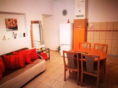 Apartament cu 3 camere de inchiriat in zona Orasul de Jos