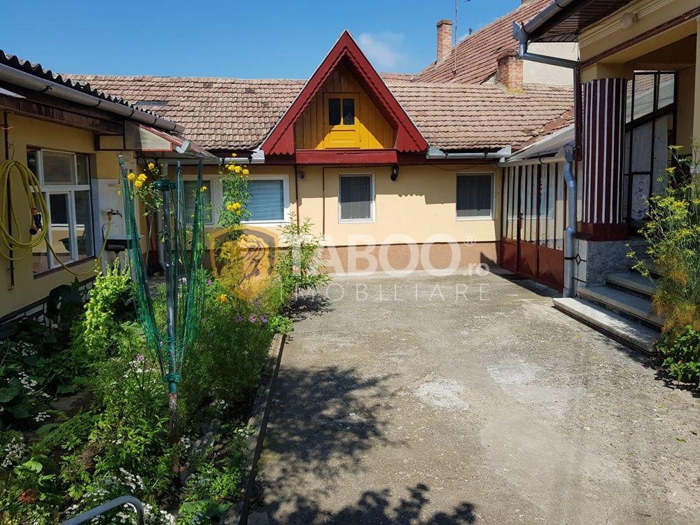 Casa cu 5 camere de vanzare in Sebes zona centrala 1