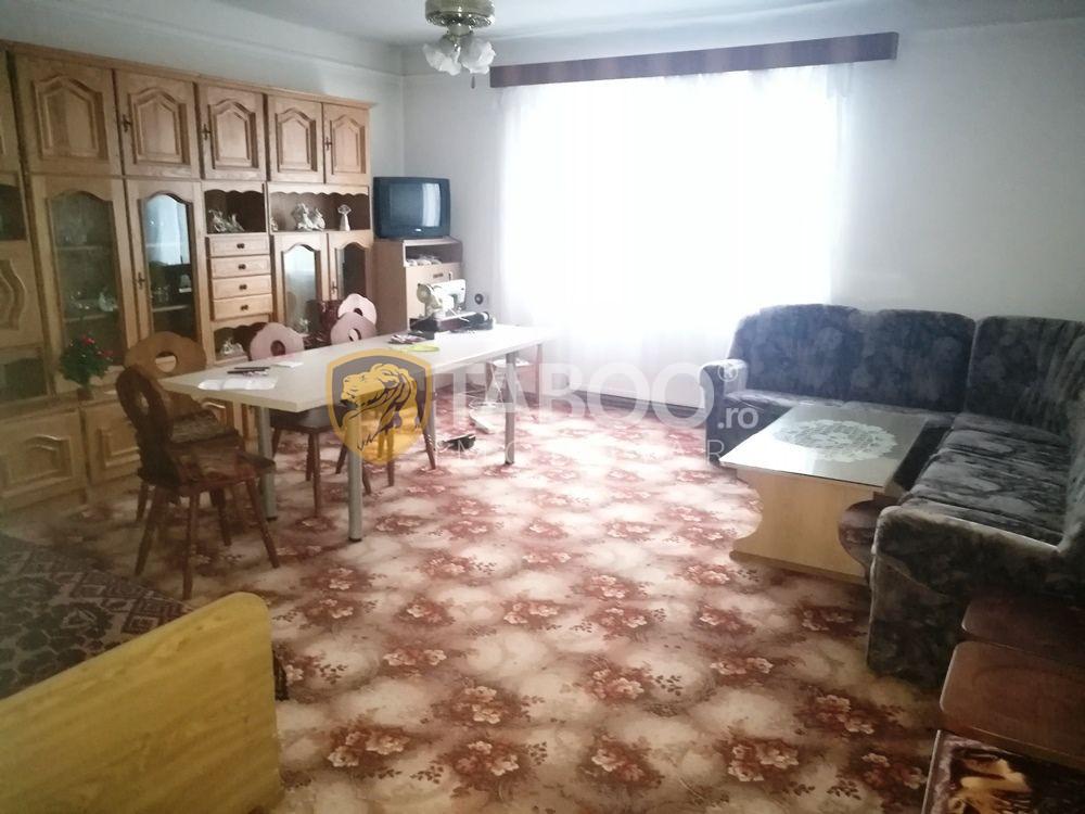 Casa si spatiu pentru productie de vanzare in Cisnadie 1