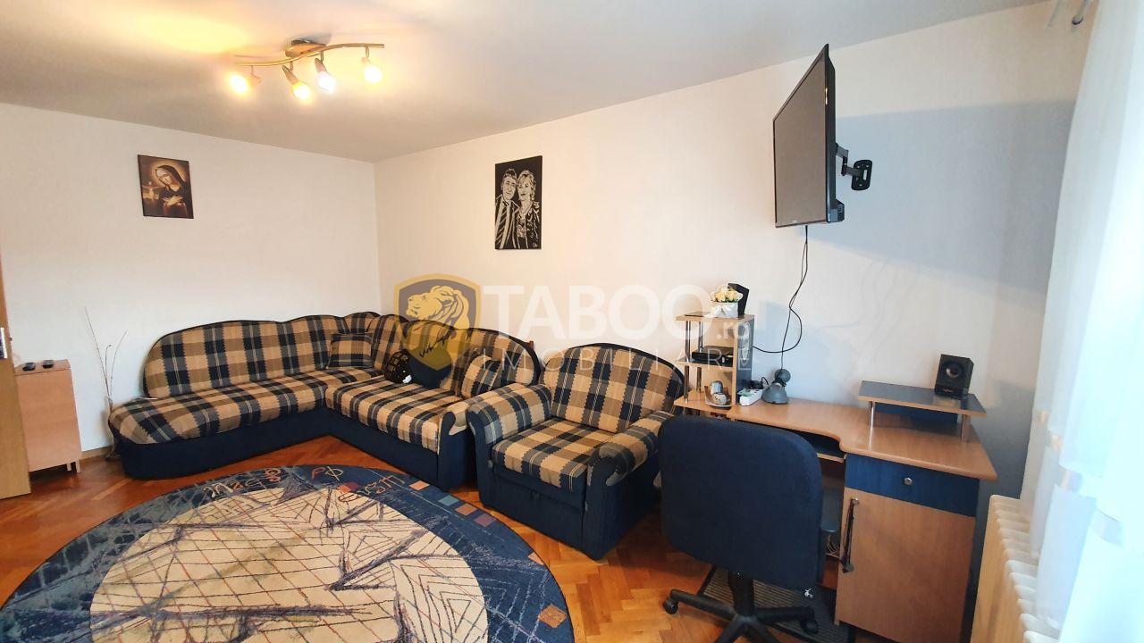 Apartament 2 camere decomandate si pivnita de vanzare in Strand Sibiu 1